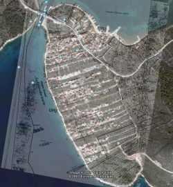 preklopljena karta i zračna snimka